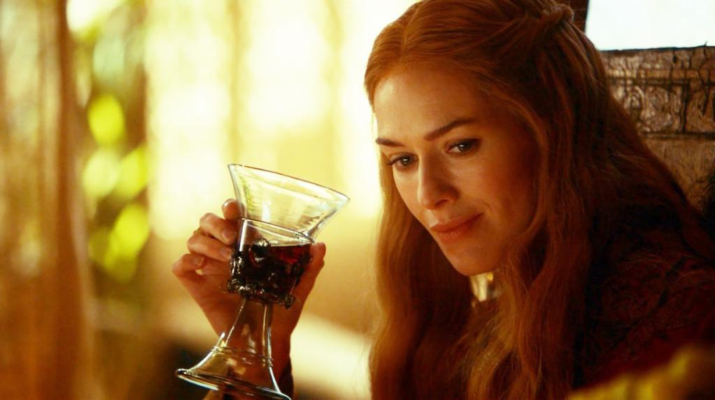 Jedna z licznych serialowych pomyłek. Złote arborskie jest winem białym!