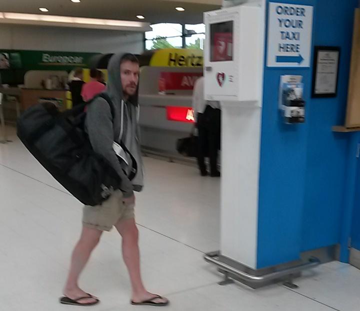 Gendry. W torbie ma dmuchany ponton.