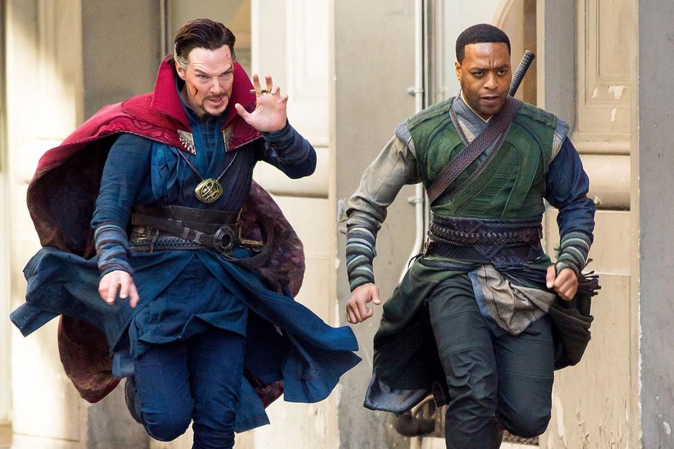 Iron Man i War Machine... przepraszam Doktor Strange i Karl Mordo. W tym filmie trudno to odróżnić.