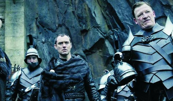 Kadr z filmu Król Artur: Legenda miecza
