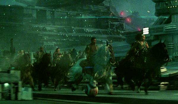 """Kadr ze zwiastuna do filmu """"Gwiezdne wojny: Skywalker. Odrodzenie"""""""